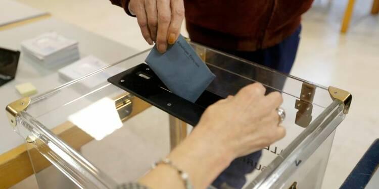 Début d'un second tour des élections régionales à suspense