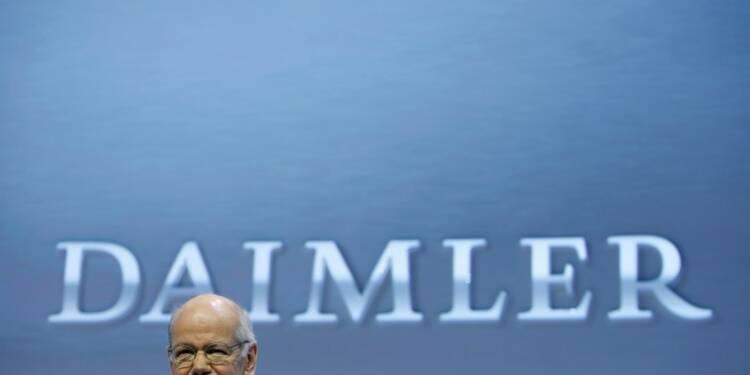 Daimler prudent pour Mercedes en Chine en 2016, le titre chute