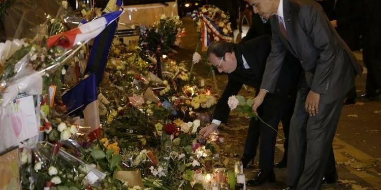 Obama se recueille avec Hollande devant le Bataclan