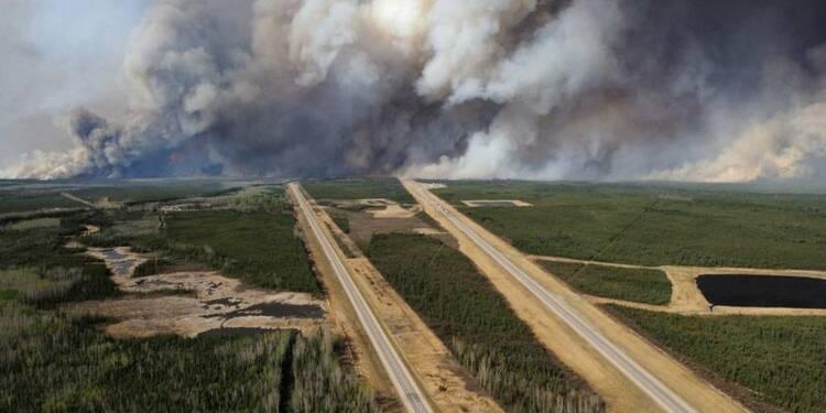 Les pompiers marquent des points face aux flammes dans l'Alberta