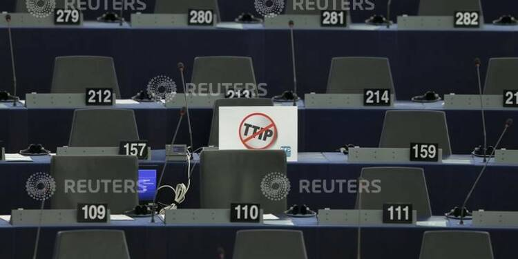"""François Hollande prône pour l'instant le """"non"""" au TTIP"""