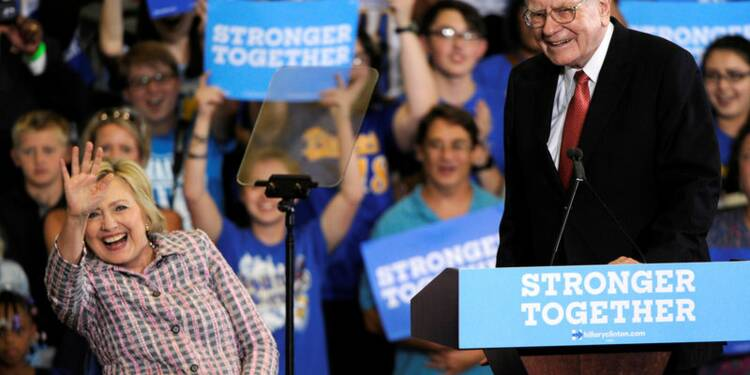 Le milliardaire Warren Buffett fait campagne contre Donald Trump
