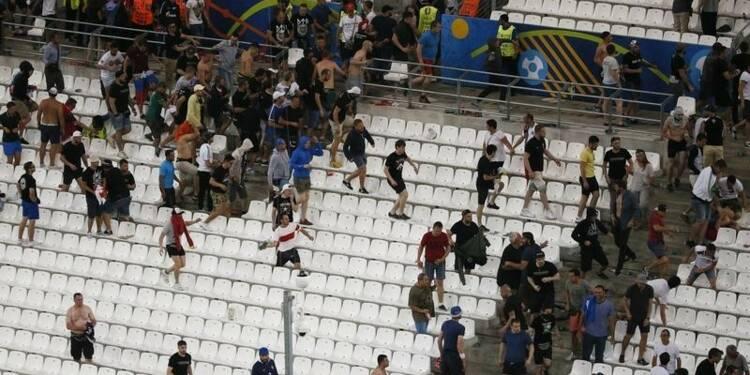 Signature d'une convention sur la sécurité dans les stades
