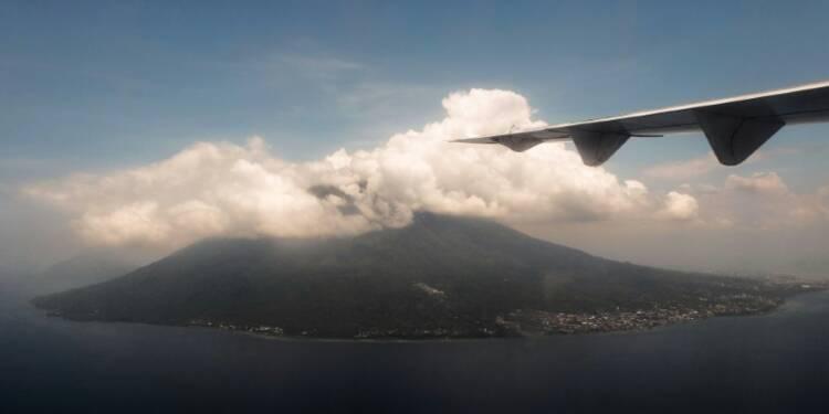 Indonésie: des éruptions volcaniques perturbent le trafic aérien