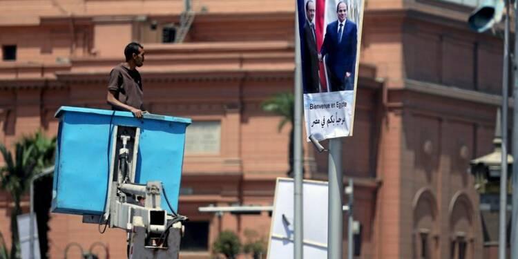 Au Caire, Hollande souligne l'impératif des droits de l'Homme