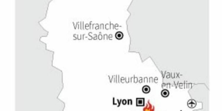 Un employé meurt dans l'incendie d'une usine Seveso près de Lyon