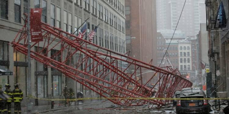 Une grue s'effondre à New York, au moins un mort