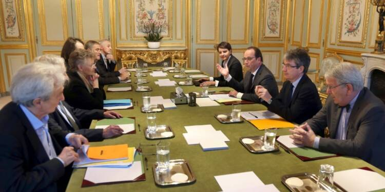 Recherche: Hollande entend les Nobel et renonce à réduire les crédits