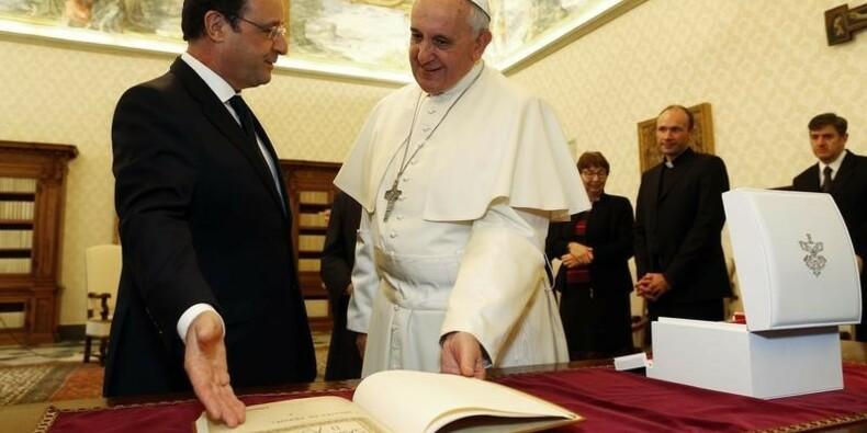 François Hollande sera reçu mercredi par le pape François