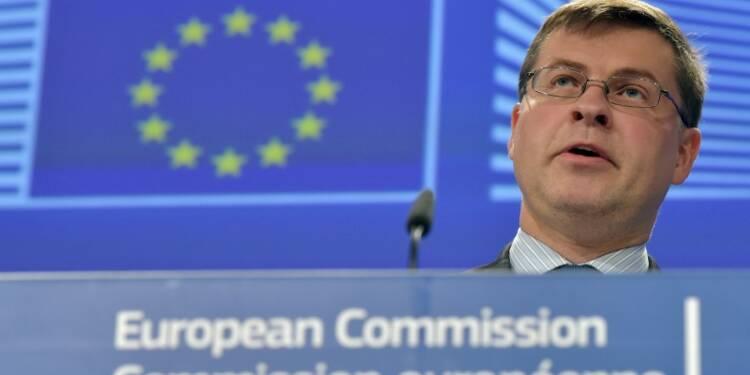 """La CE """"rassurée"""" par les engagements français sur le déficit"""