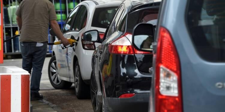 Carburants: les difficultés persistent, le gouvernement promet le déblocage