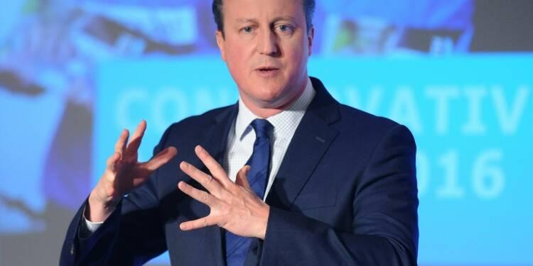 Panama Papers: Cameron montre patte blanche sur ses impôts