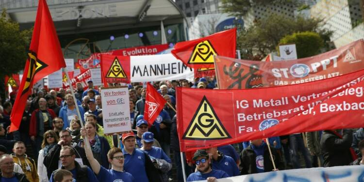 General Electric: 2.500 manifestants européens à Paris contre la restructuration