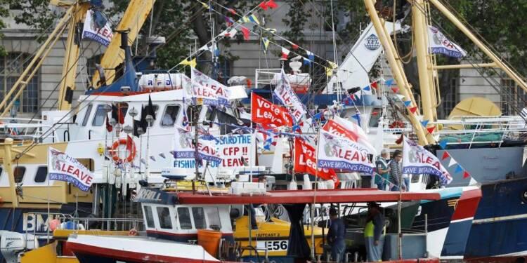Une flottille pro-Brexit envahit la Tamise à Londres