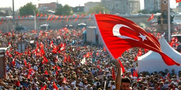 """Grand rassemblement pour la """"démocratie"""" à Istanbul"""