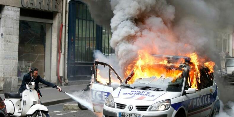 Une voiture de police brûlée, un fonctionnaire blessé
