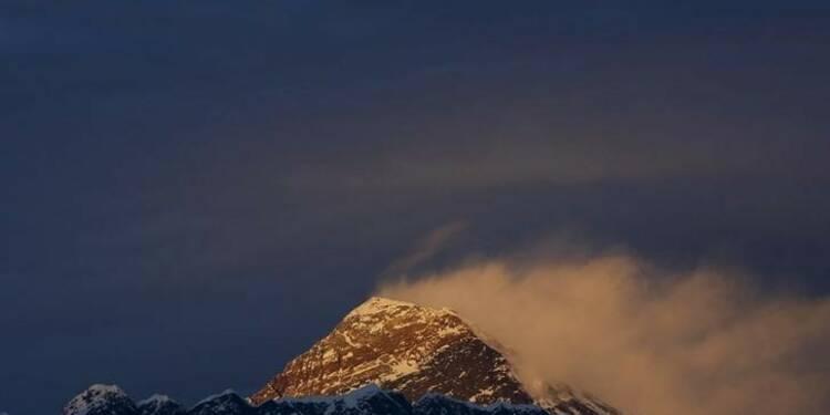 """L'Everest attend ses premiers """"summiters"""" depuis 2013"""