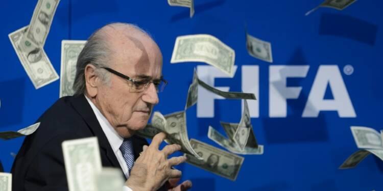 Fifa: Blatter a gagné 3,28 M EUR en 2015,  premières pertes depuis 2002