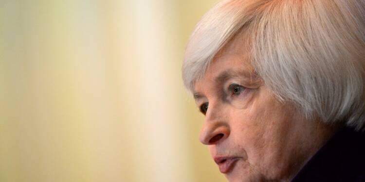 La Fed ne relève pas les taux, s'attend à une hausse plus lente