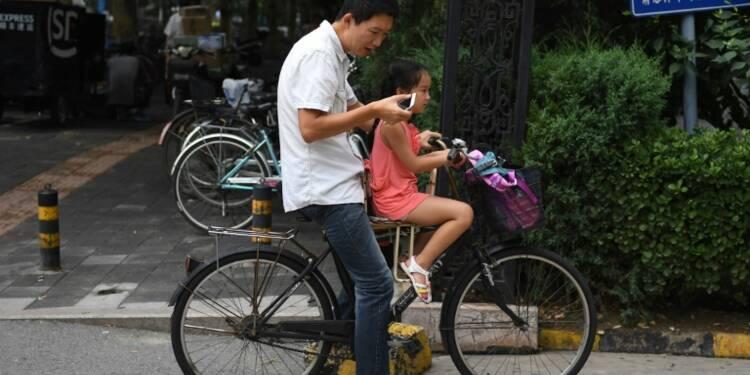 Les Chinois de plus en plus rivés à leurs smartphones