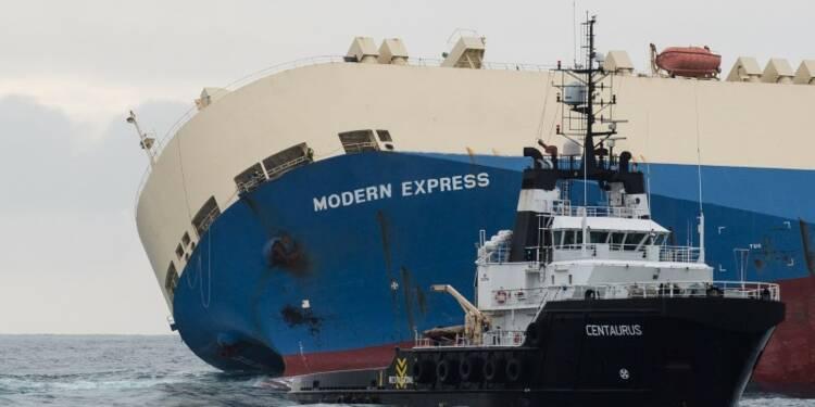 """Le cargo """"Modern Express"""" remorqué vers Bilbao"""