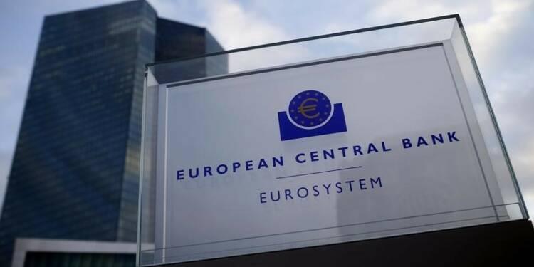 """La BCE exclut la """"monnaie hélicoptère"""", pas d'autres mesures"""