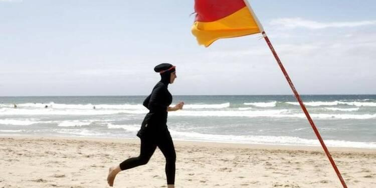 Valls soutient l'interdiction du burkini mais ne légiférera pas