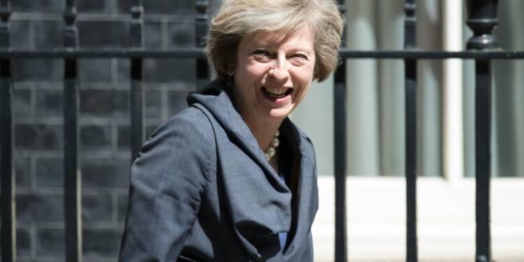 Royaume-Uni: Theresa May prend les rênes du gouvernement, cap sur le Brexit