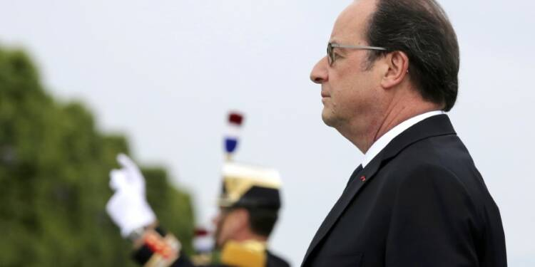 Hollande met en garde Macron, sans trancher le conflit