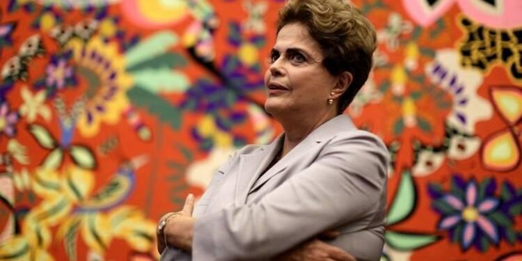 Une commission du Sénat vote pour un procès de Dilma Rousseff