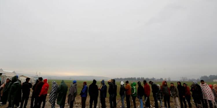L'Europe ne peut plus accueillir autant de migrants, dit Valls
