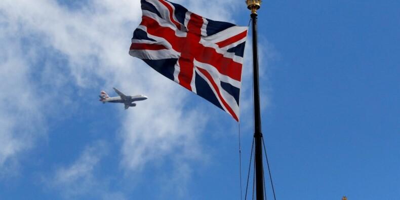 Ayrault admet que la procédure de sortie du Royaume-Uni attendra