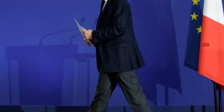 Sarkozy, snobé par ses rivaux, réunit un conclave pour 2017