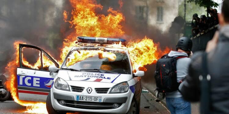 Trois suspects pour la voiture de police brûlée remis en liberté