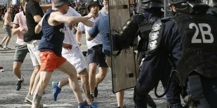 Trois supporters russes condamnés, 20 expulsés
