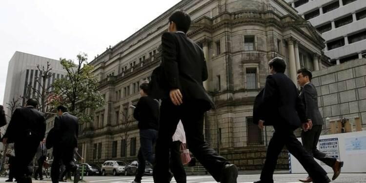 La BoJ, sous pression, envisage des mesures d'assouplissement