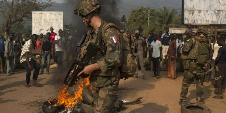 """Hollande confirme un désengagement """"rapide"""" de Centrafrique"""
