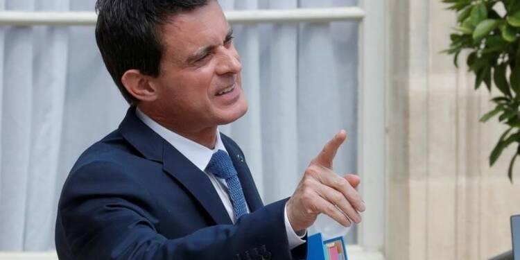 """Manuel Valls veut en finir avec l'Europe """"tatillonne et triste"""""""