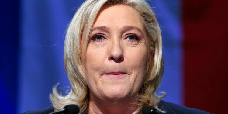 Marine Le Pen critiquée pour avoir publié des photos de Daech