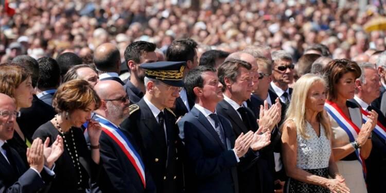 Manuel Valls hué lors de l'hommage aux victimes de Nice