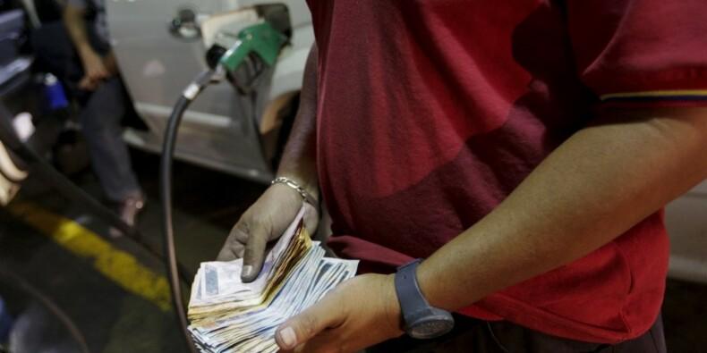 Le Venezuela relève le prix de l'essence et dévalue sa monnaie