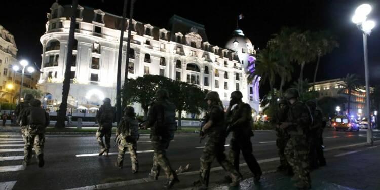 Un camion fonce sur la foule à Nice, au moins 30 morts
