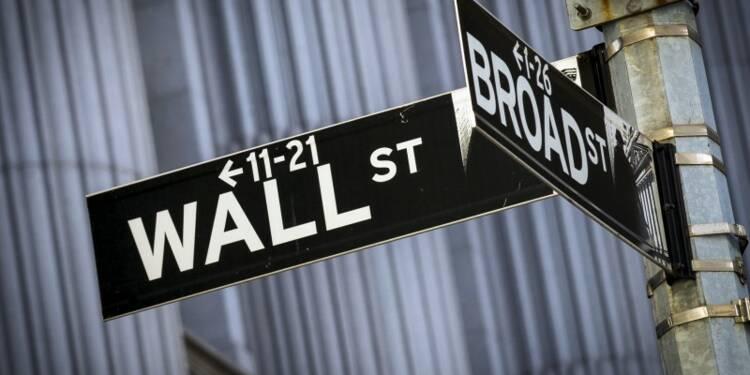 Wall Street ouvre en baisse, pénalisée par le dollar fort