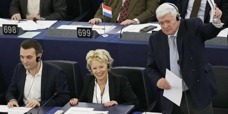 Une eurodéputée FN suspendue 15 mois du bureau exécutif