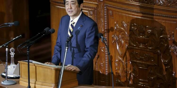 Le Japon n'est plus en déflation, selon Shinzo Abe