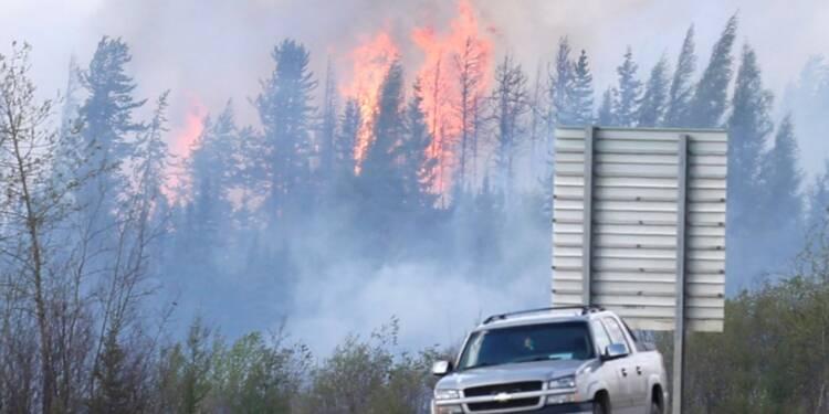 Incendie géant au Canada : espoir d'une accalmie mais la production de pétrole toujours à l'arrêt