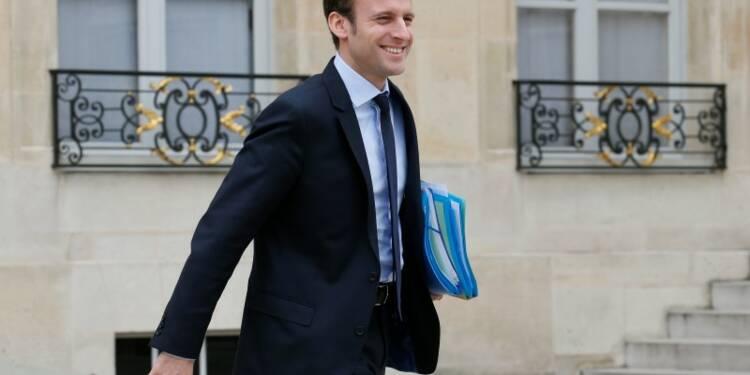 """La """"marche"""" d'Emmanuel Macron suscite intérêt et crispations"""