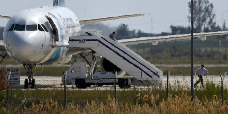 Fin du détournement d'un avion d'EgyptAir, le pirate s'est rendu