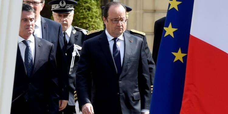 Hollande promet une lutte implacable après la mort des policiers