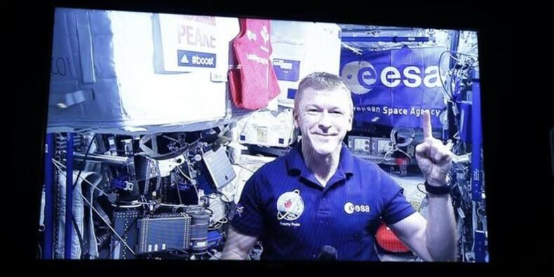 Il court le marathon dans l'espace, plus lentement que sur Terre